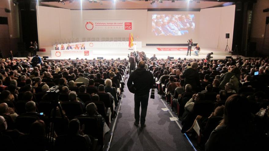 El PSC aprueba su ponencia política que no cuestiona su relación actual con el PSOE