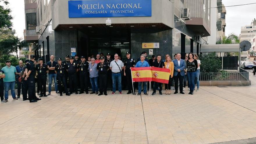 Concentración en Tenerife en apoyo de la Policía Nacional