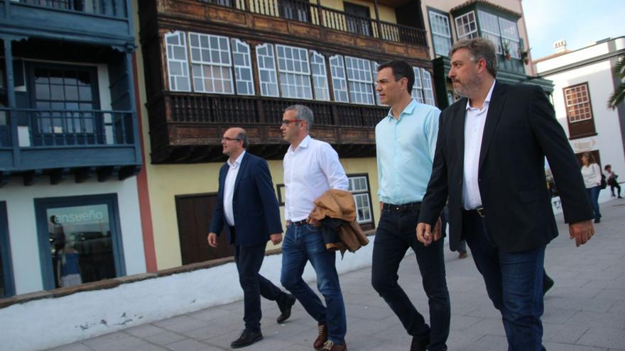 Pedro Sánchez paseó por la Avenida Marítima de la capital. Foto: JOSÉ AYUT.