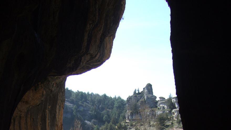La Ermita templaria desde la Cueva de San Bartolomé. José Carlos Cortizo Pérez