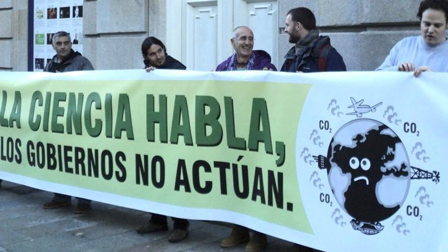 Concentración la Coalición Clima en Vigo para exigir medidas urgentes que afronten el cambio climático (Coalición Clima)