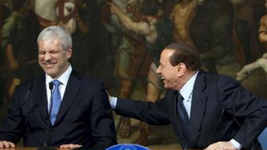Berlusconi compara al presidente serbio con George Clooney
