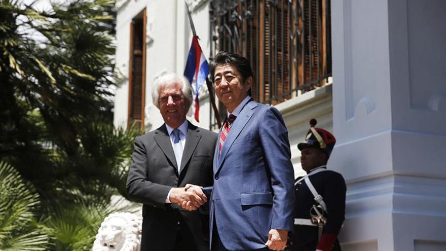 Japón celebra 110 años de inmigración a Uruguay con la siembra de un árbol sakura