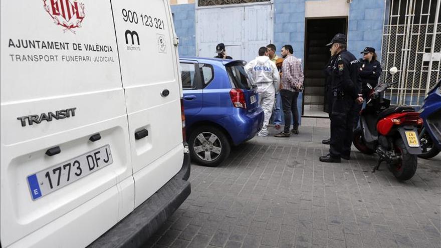 Una mujer de 71 años ha aparecido muerta en su domicilio de Valencia, en un crimen que, según las primeras investigaciones, podría tratarse de un caso de violencia machista.
