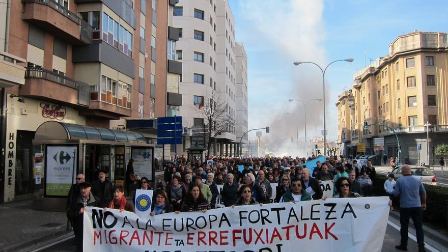 """Cientos de personas piden en Pamplona una """"acogida real"""" de refugiados en Europa"""