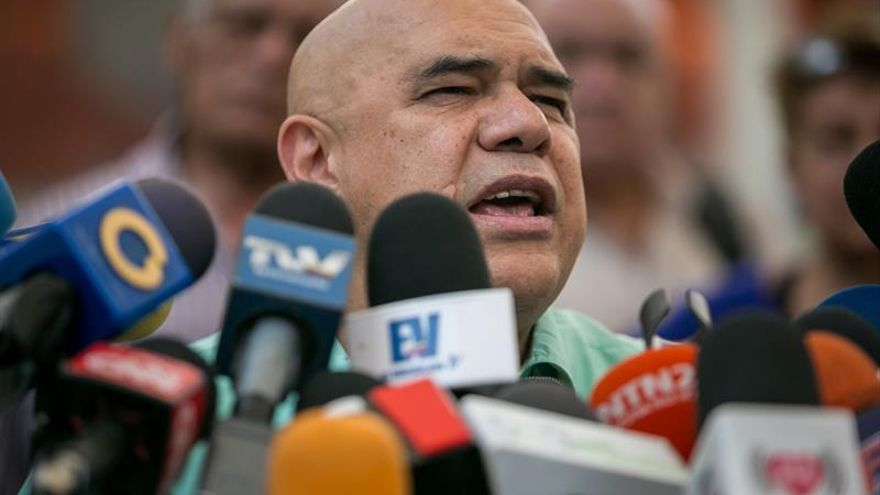 """La oposición dice que vuelve al diálogo por una """"solución electoral a la crisis"""""""