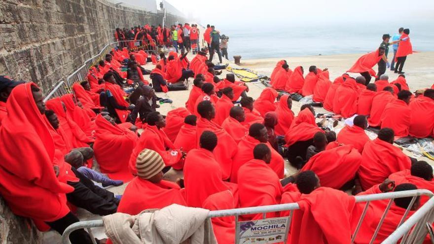 Recuperan 4 cadáveres y rescatan a 435 inmigrantes en aguas del Estrecho