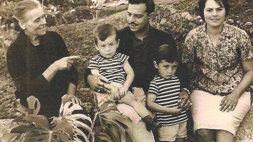 Mercedes Abreu y su familia.