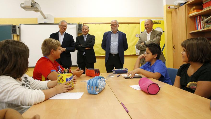 Ramón Ruiz, junto a su equipo, visita el colegio María Sanz de Sautuola.