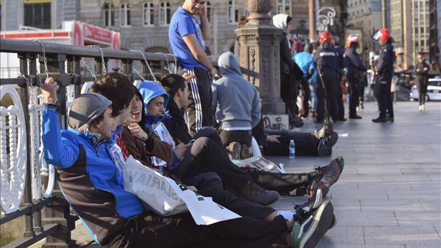 Un detenido en la protesta de jóvenes encadenados en Bilbao por el acercamiento de presos de ETA