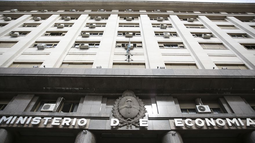 Argentina reduce en junio un 39,6 % su déficit fiscal primario