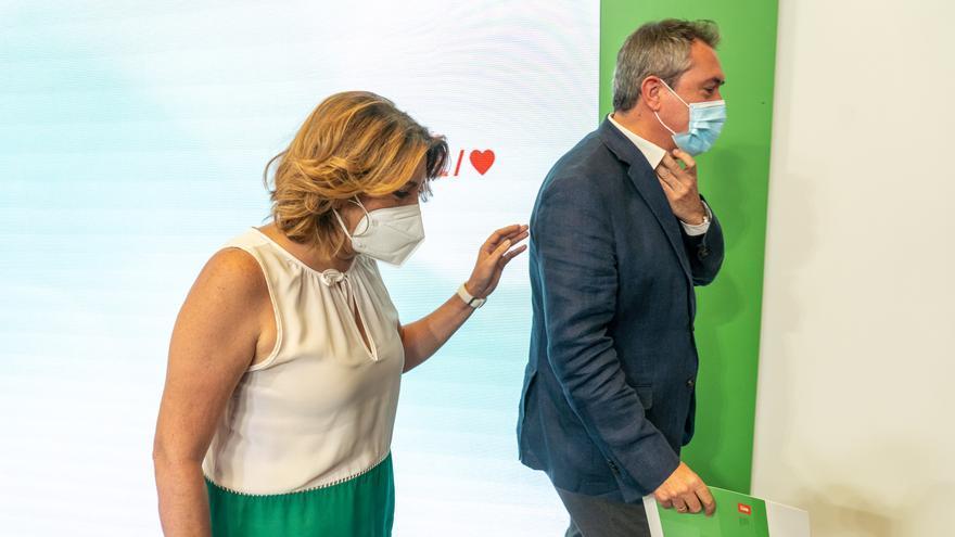 El candidato del PSOE-A a la presidencia de la Junta, Juan Espadas, y la secretaria general, Susana Díaz, al finalizar la rueda de prensa a 28 de junio 2021 en Sevilla (Andalucía)