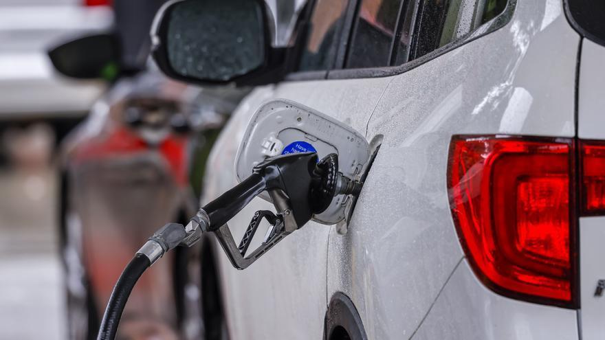 El consumo de carburantes creció un 60 % en mayo, la mitad que en abril