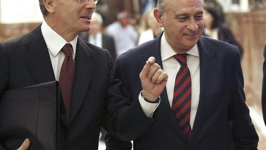 Fernández Díaz condena la violación de la intimidad de Bárcenas en prisión