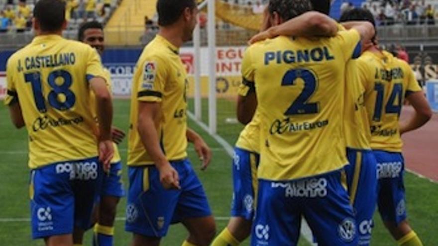 Los amarillos celerban uno de los goles ante el Celta. (Acfi Press)