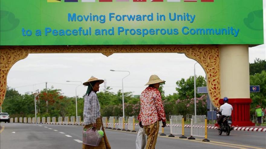 """La ASEAN se compromete a buscar """"soluciones pacíficas"""" a los contenciosos"""