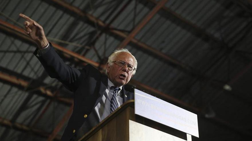 Sanders pide renunciar a una líder de los demócratas por la filtración de Wikileaks