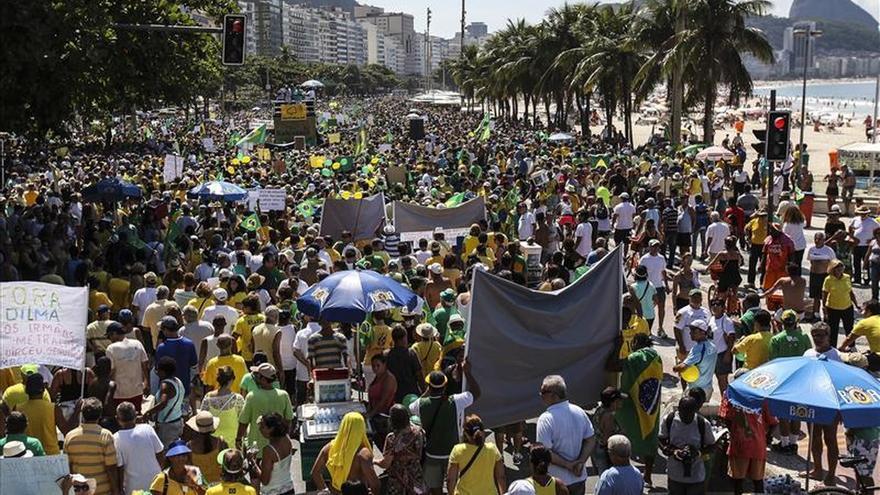 Los sindicatos brasileños convocan a una nueva protesta contra los ajustes de Rousseff