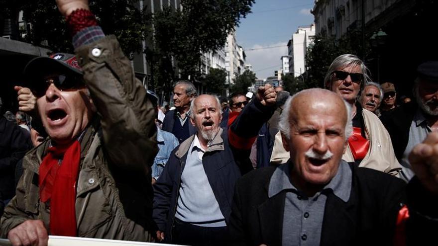 Jubilados griegos protestan contra sucesivos recortes de pensiones
