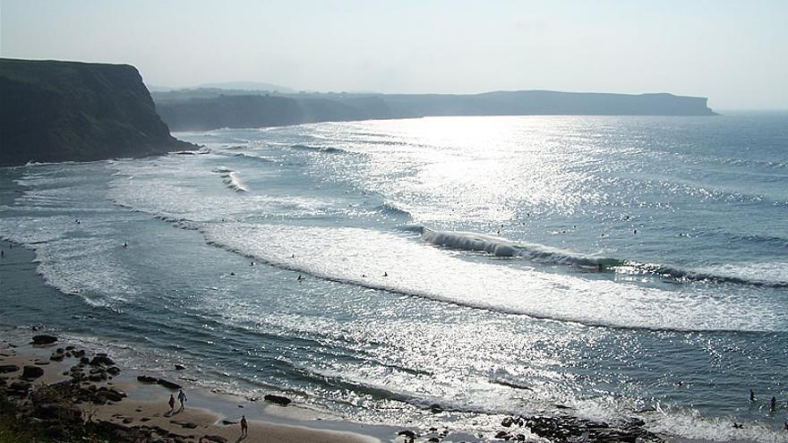 La playa de Los Locos en Suances para los surfistas expertos.