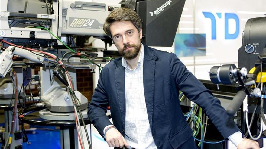 Corresponsal de TVE cree que muchas TV solo quieren ver su micrófono en sitios exóticos