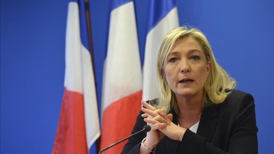 La ultraderechista francesa Le Pen reivindica su liderazgo ante Hollande