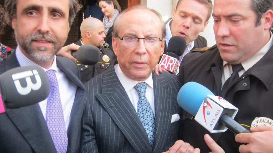 Ruiz-Mateos llega a los Juzgados de Palma tras haber dormido en los calabozos de la Policía Nacional