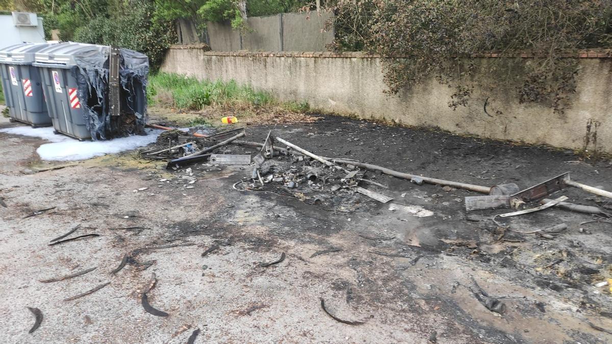 Incendio de contenedores en Trassierra.