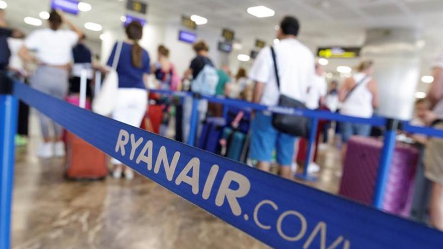 Los tripulantes de cabina de Ryanair inician su tercera jornada de huelga