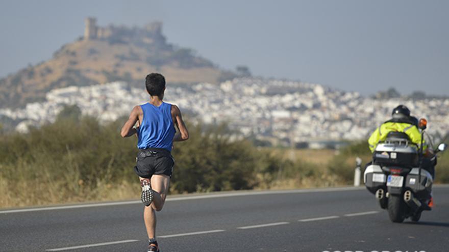 Imagen de la pasada edición de la Media Maratón Córdoba-Almodóvar | TONI BLANCO
