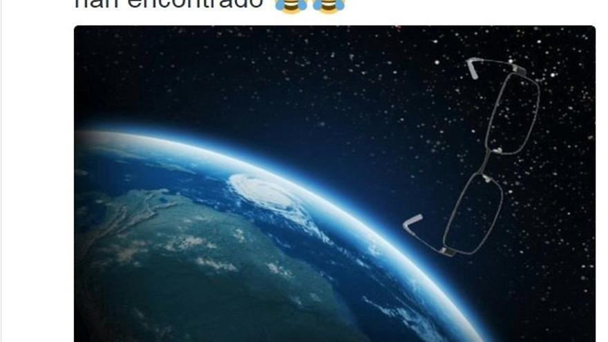 Rajoy 'cuelga' una fotografía en Twitter con sus gafas flotando por el espacio tras el puñetazo en Pontevedra