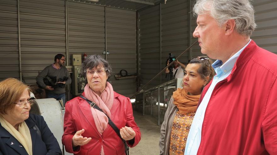 La presidenta de la Asociación de la Memoria Histórica de Arucas, Pino Sosa y el consejero de Cultura del Cabildo de Gran Canaria, Carlos Ruíz