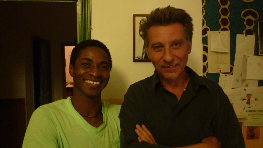 Mahmud Traoré y Bruno Le Dantec, autores del libro 'Partir para contar'.