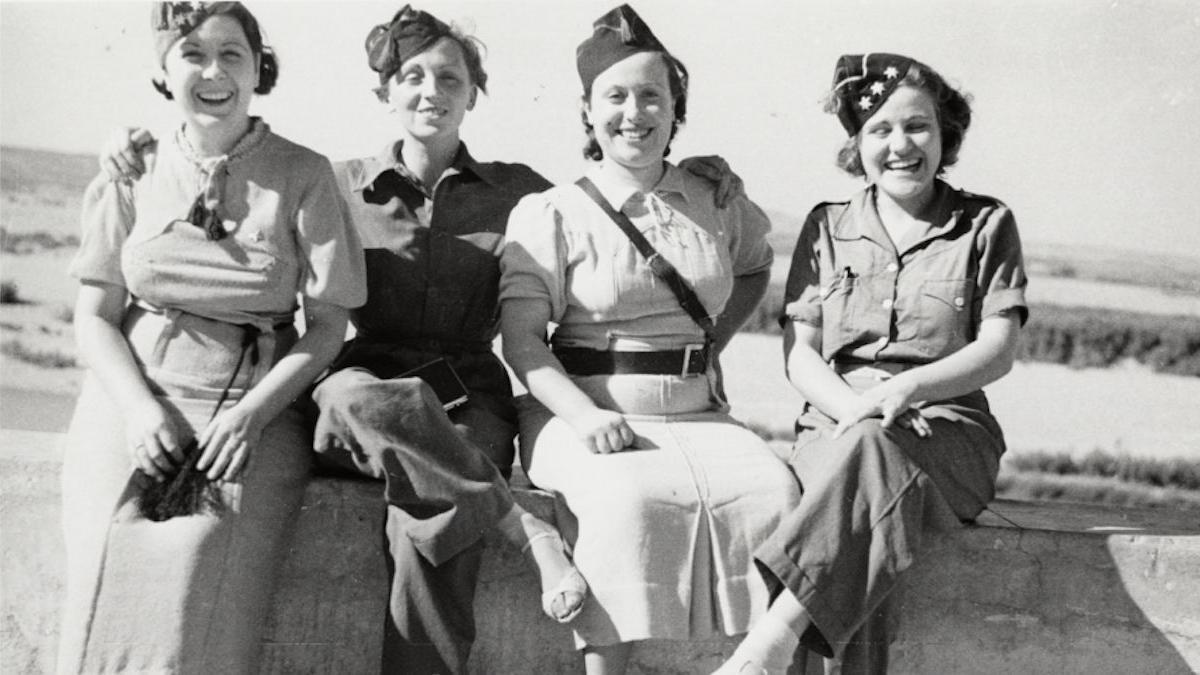 Gerda Taro and three other women', de Robert Capa