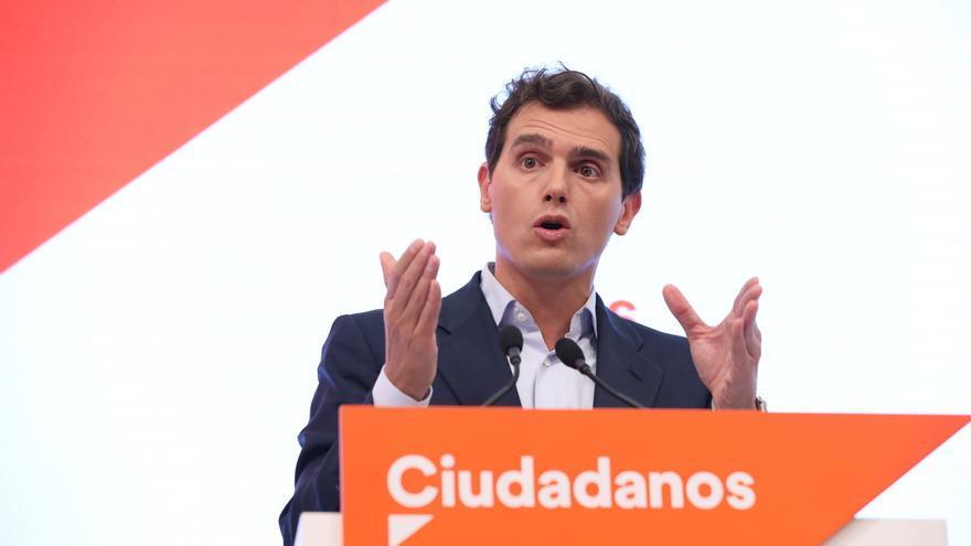 Rivera y Casado se verán en privado este lunes para analizar una eventual abstención que haga presidente a Sánchez