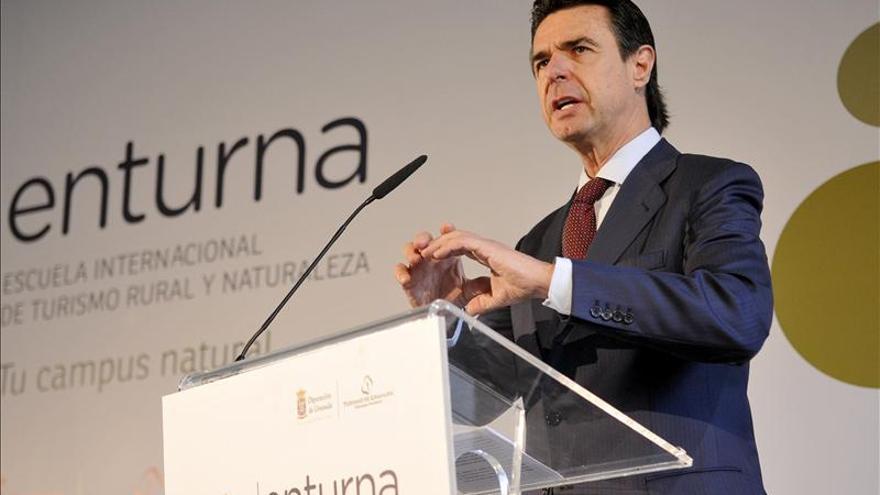 Soria niega un menor apoyo a la ESA y recuerda que asumió la deuda socialista