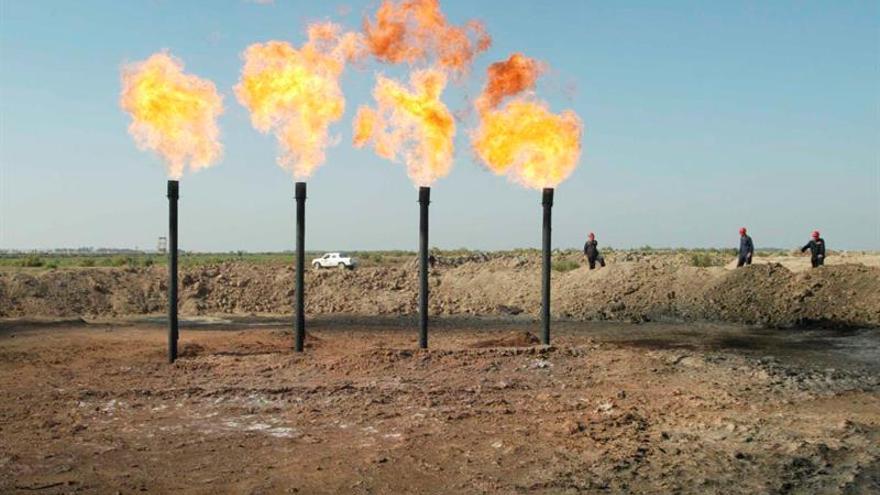 Riad, Moscú, Caracas y Doha acuerdan congelar la producción de petróleo