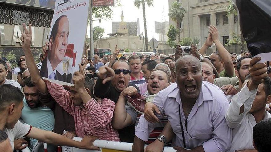 Periodistas egipcios, en pie de guerra hasta la dimisión del ministro de Interior