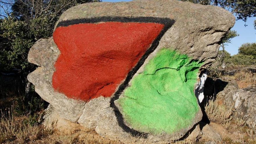 El museo de piedras pintadas de Ibarrola abre este mes en Muñogalindo (Ávila)