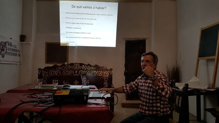 jesús Martínez-Moratalla Rovira, neumólogo del CHUA en el encuentro estatal contra la ganadería intensiva