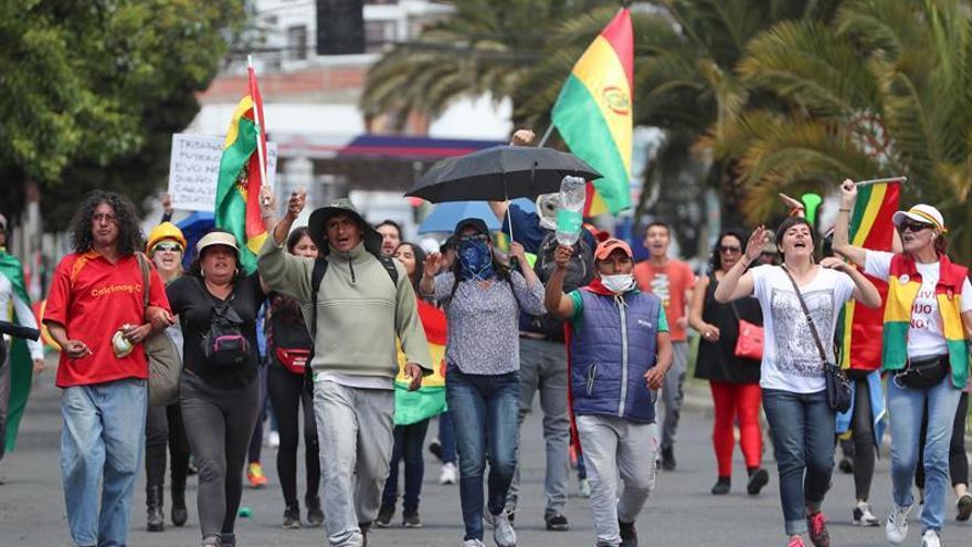 Marchan por los fallecidos en las protestas poselectorales en el Día de Todos los Santos