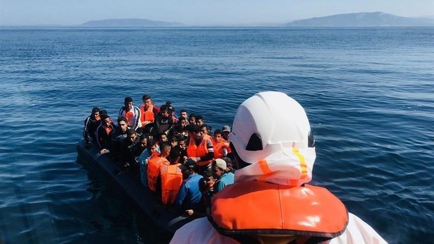 Trasladan a Motril y Almería a un total de 228 migrantes rescatados de pateras en el Mar de Alborán este lunes