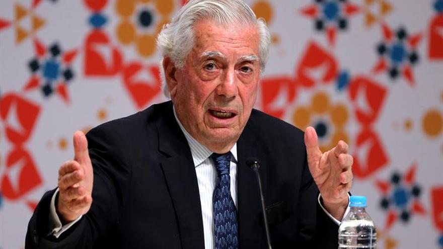 """""""Tengo el triste privilegio de apagar la luz"""" del """"boom"""", dice Vargas Llosa"""