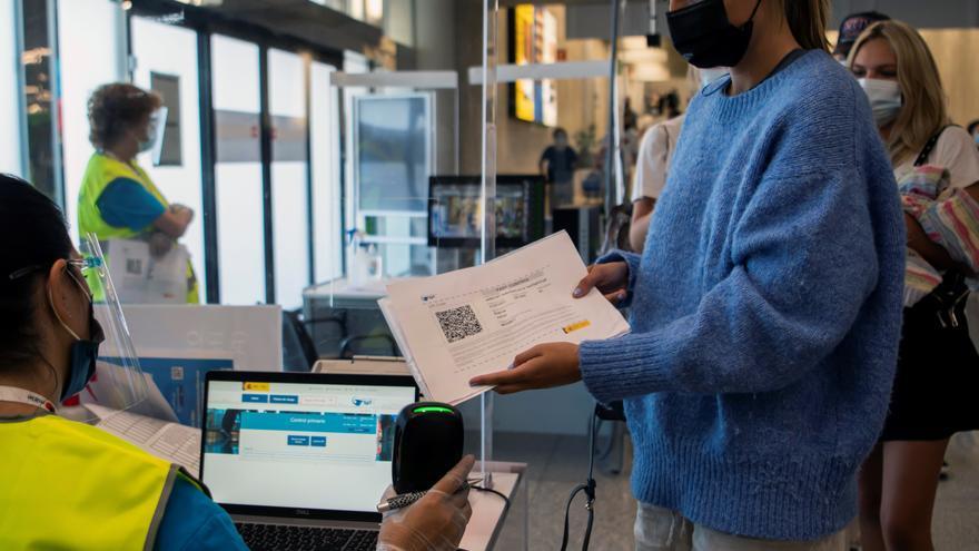 La OMT dice que las vacunas y las soluciones digitales reducirán las restricciones de viajes