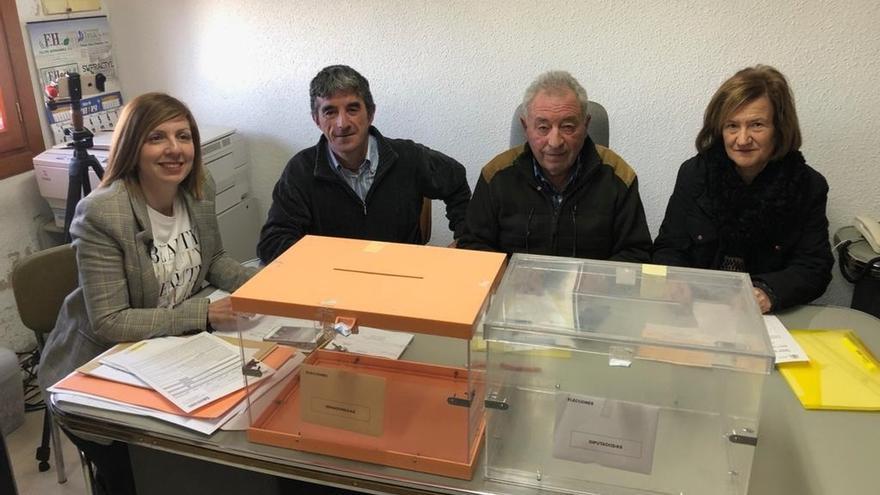 La localidad riojana de Villarroya tarda menos de un minuto en votar