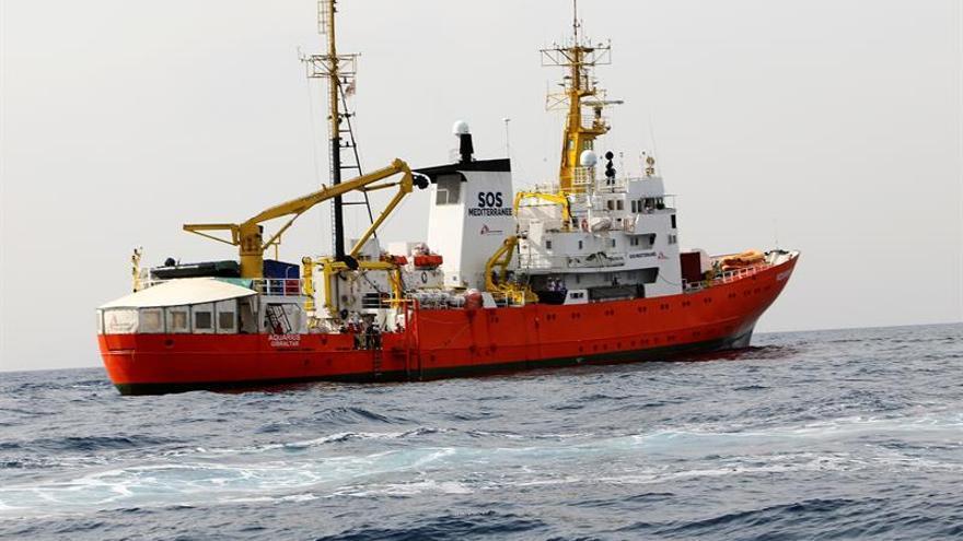 La tripulación del Aquarius navegando frente a la costa de Libia. EFE/Archivo