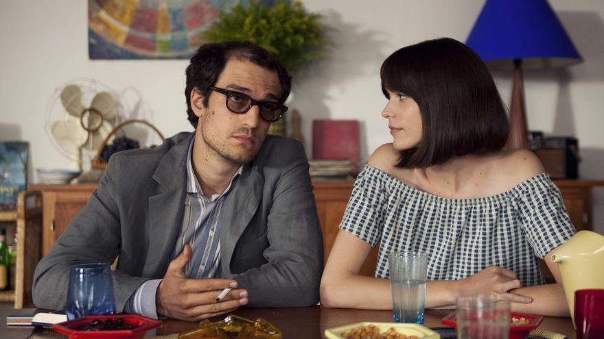 Louis Garrel (Jean Luc Godard) y Stacey Martin (Anne Wiazemsky)