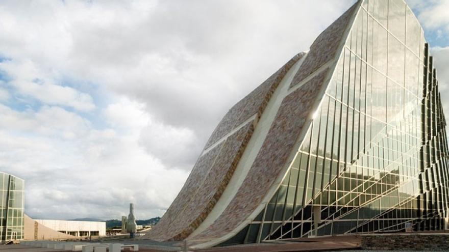 Dos de los edificios de la Cidade da Cultura, en Santiago de Compostela