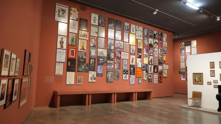 Algunos carteles de exposiciones en las que intervino Carlos Pérez.