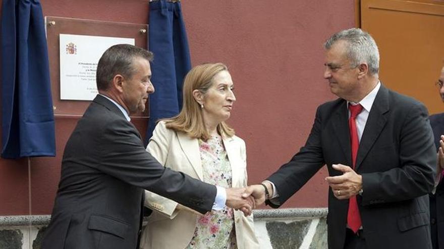 Juan José Dorta (derecha), en un acto oficial con el expresidente Paulino Rivero y la exministra Ana Pastor
